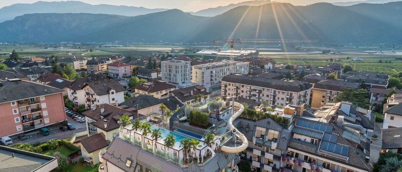Sudtirol Ideal Park Pool von oben